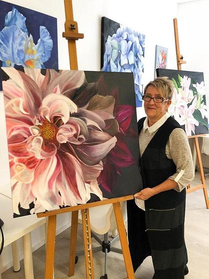 Deanne Skehan Close Focus Flowers